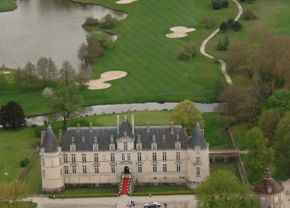 Vue aérienne du Chateau d'Augerville