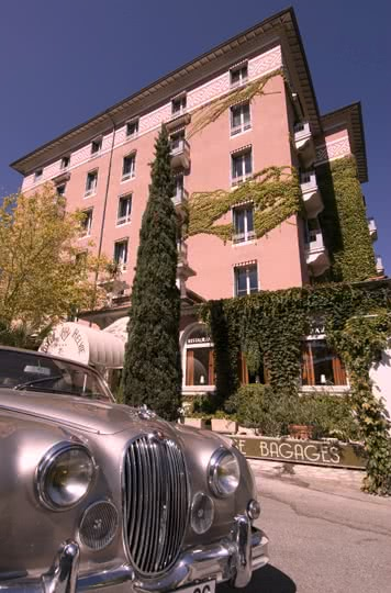 hotelhelvie_facade_jaguar