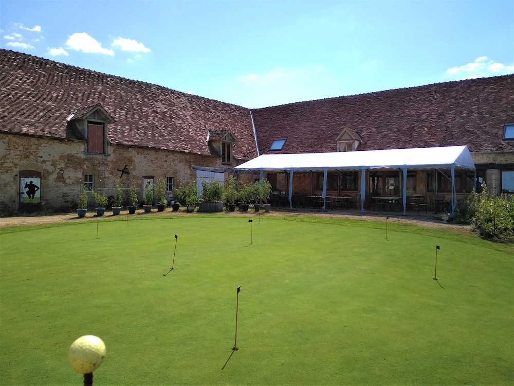 Le Club-House du golf de la Vallée de Germigny