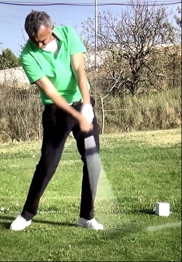 Le contact avec la balle de golf